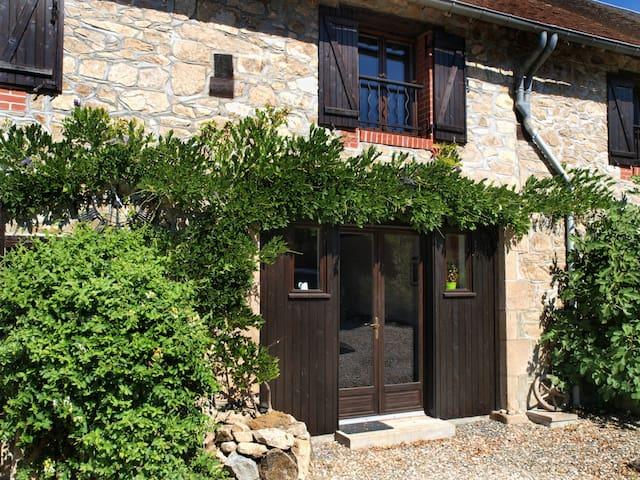 Petite maison en pierre, calme et tranquillité
