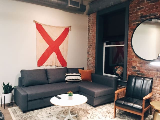 LOFT in the Heart of Downtown! WALK Everywhere 202