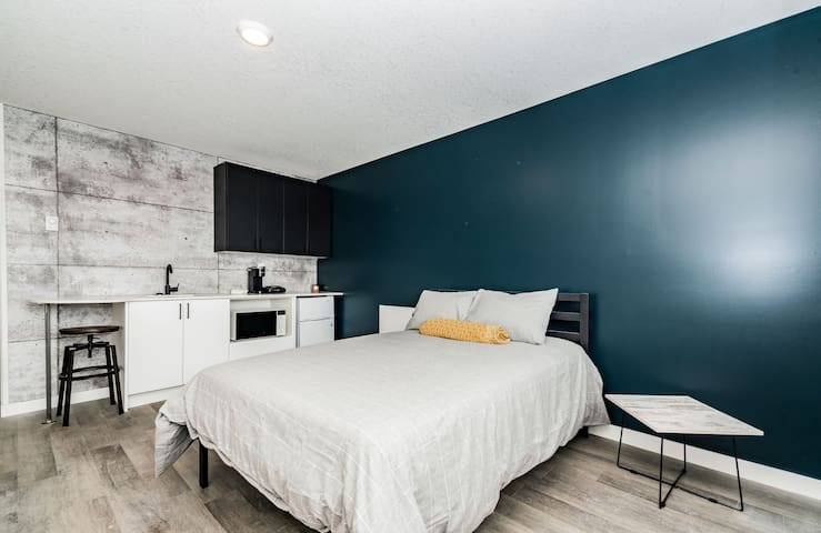 #3 URBAN LOFTS in Clairmont WEEKLY RATES!
