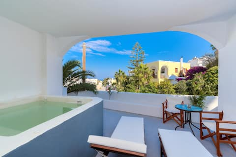 The Muse of Santorini3 -Suite with Outdoor Jacuzzi