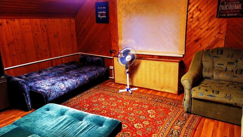 Спальная комната-зал с 3мя диванами-книжками!