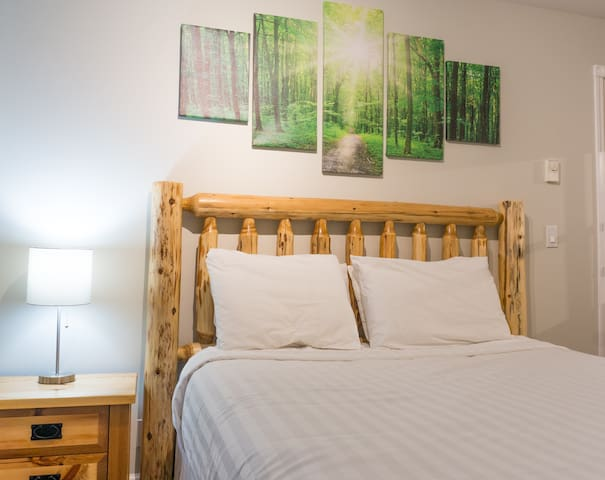 RS 1223 · Private Entrance Studio Suite: AC, Cable, Mtn View