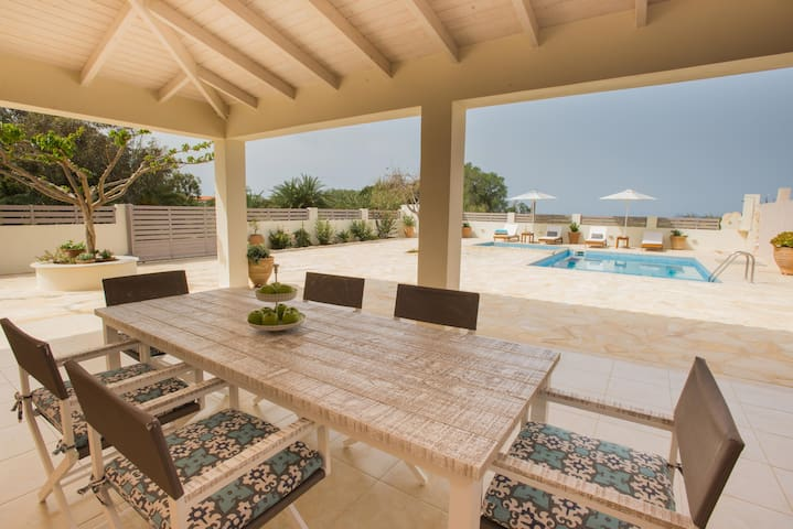 Holiday house Filothei with pool and amazing view