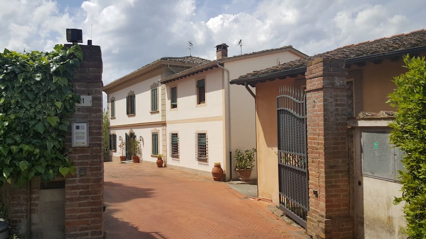 Flat in Tuscan Villa in the citycenter - San Miniato - Casa