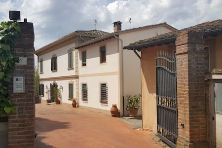 Flat in Tuscan Villa in the citycenter - San Miniato