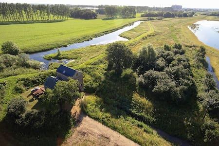 The Pumphouse - Architect designed River Retreat