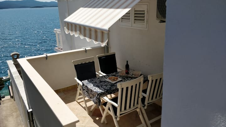 Apartments Mimi by the sea B3, terrace, sun beds
