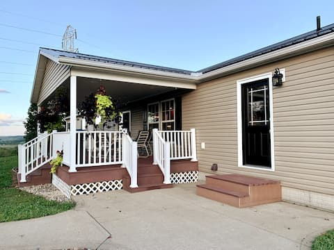 *NEW* Spacious home on the farm in Amish Country!!