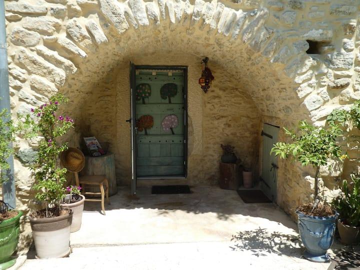 Chambre voutée dans Mas Provençal