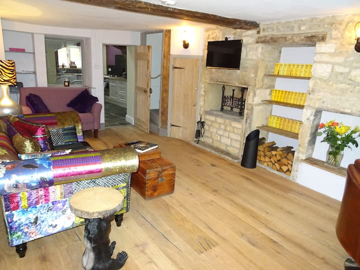 2 Bed, 2 Bath Cotswold Cottage near train station