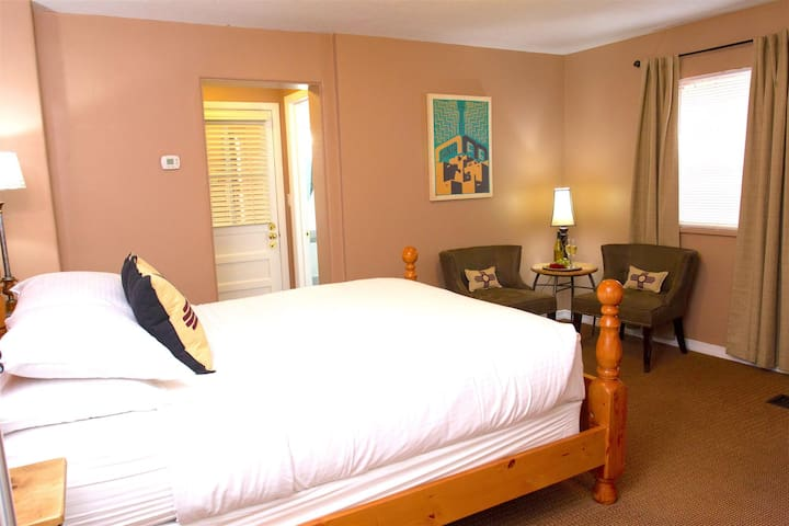 Historic Santa Fe Bed & Breakfast - Deluxe Queen