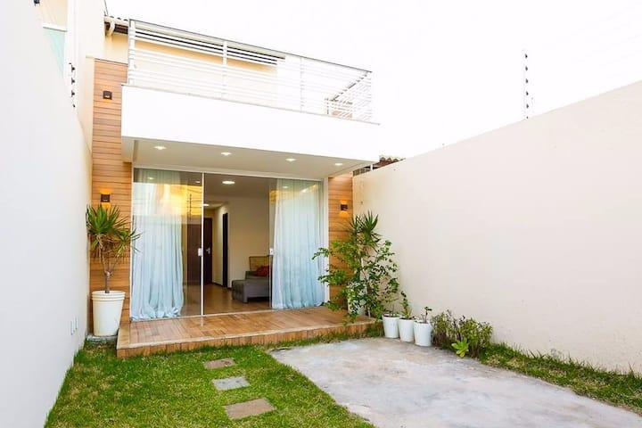 Linda casa duplex a 150 metros da praia