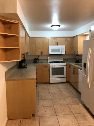 Large Master with private bath near beach / ucsb