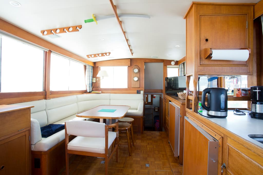 Motor yacht grand banks 42 pier 39 san francisco boats for Houseboats for rent in california