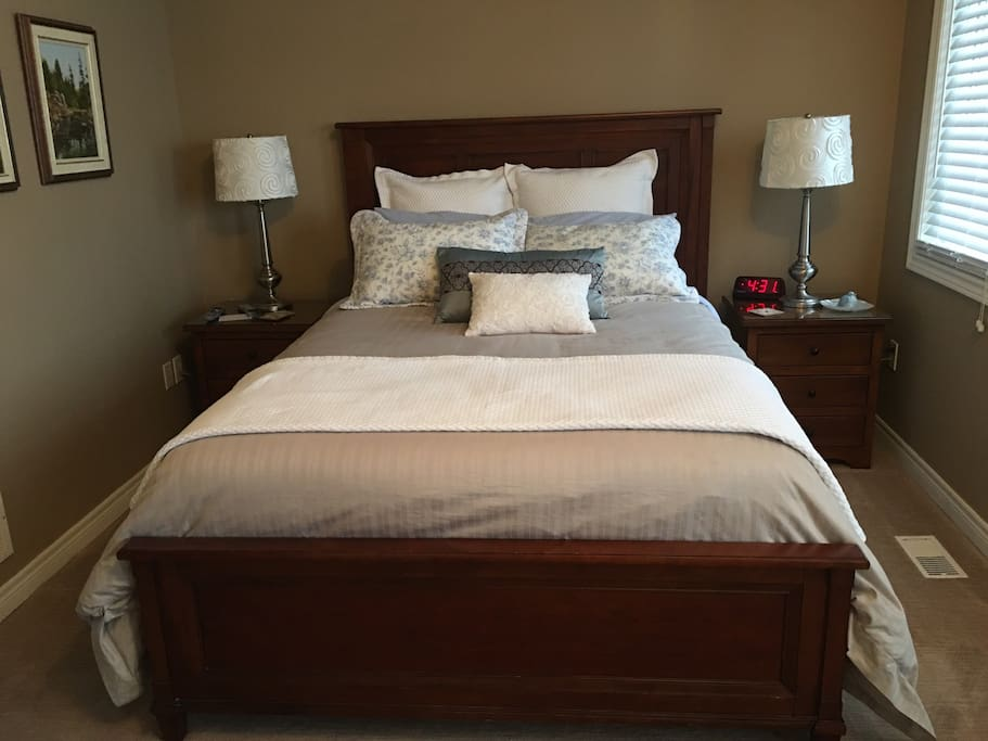 Luxury queen bed in the Queen Suite
