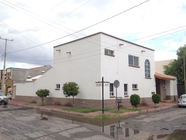 Habitaciones comodas frente a Tec de Monterrey - Torreón  - Casa