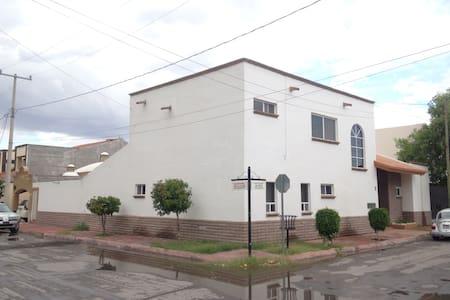 Habitaciones comodas frente a Tec de Monterrey - Torreón