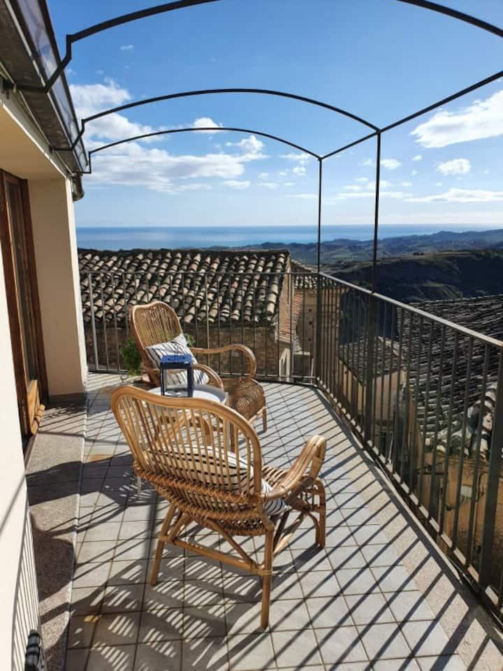 Süße Wohnung mit Terrasse und Traumblick aufs Meer