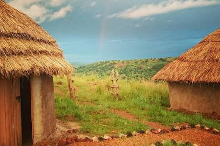 Real Traditional Ugandan Mud Hut - Casa