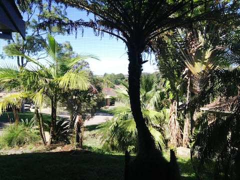 Corlette apartment with  5 min walk  to beach.