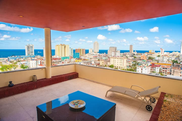 Luxury in Havana Top, Wifi and Chilling Sea Views