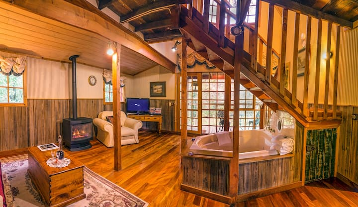The Barn - Independent cottage with fireplace, spa