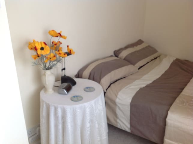 Beautiful single room for rent Chalgrove - Chalgrove - Hus