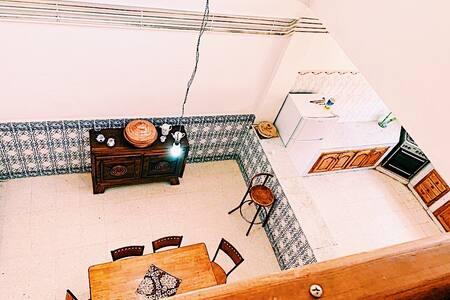 Maison spacieuse, centrale et architecture moderne