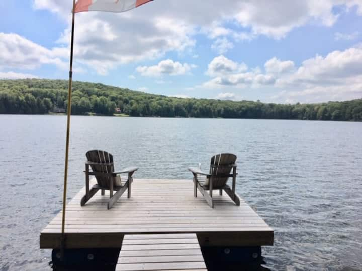 Highlands East getaway on quiet, private lake