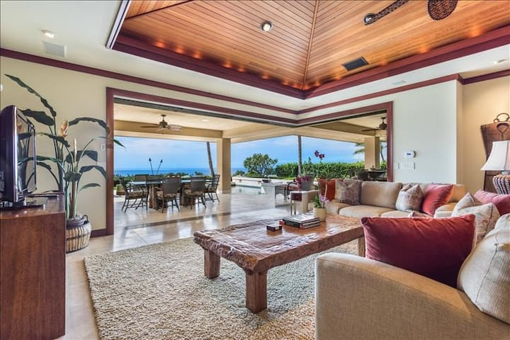 Exquisite Villa, ocean vistas, pool/hot tub, lanai
