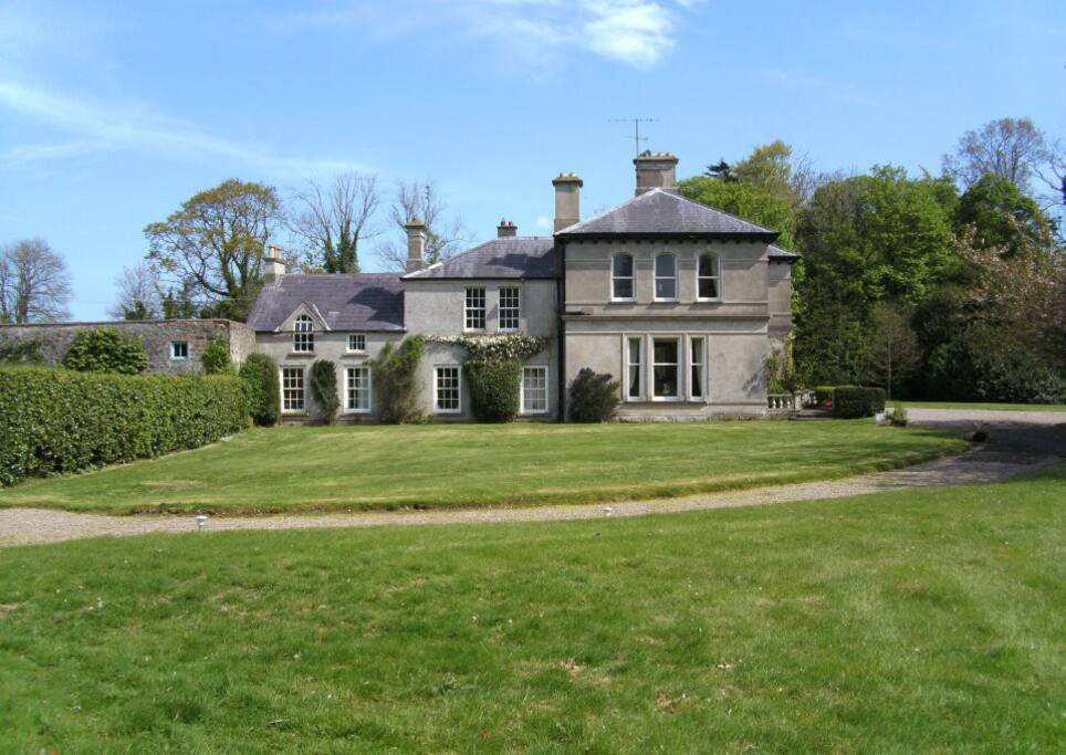 Gardenvale Manor