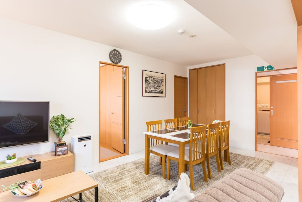 There are separated 4 bedrooms, so you can keep your privacy. 個別に独立したベッドルーム4部屋ありますので、プライバシーの確保もできます。
