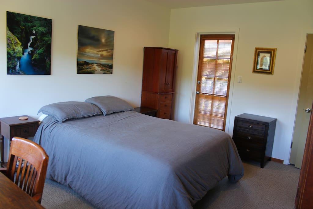 Bedroom, Queen-sized bed + restoration hardware comforter.