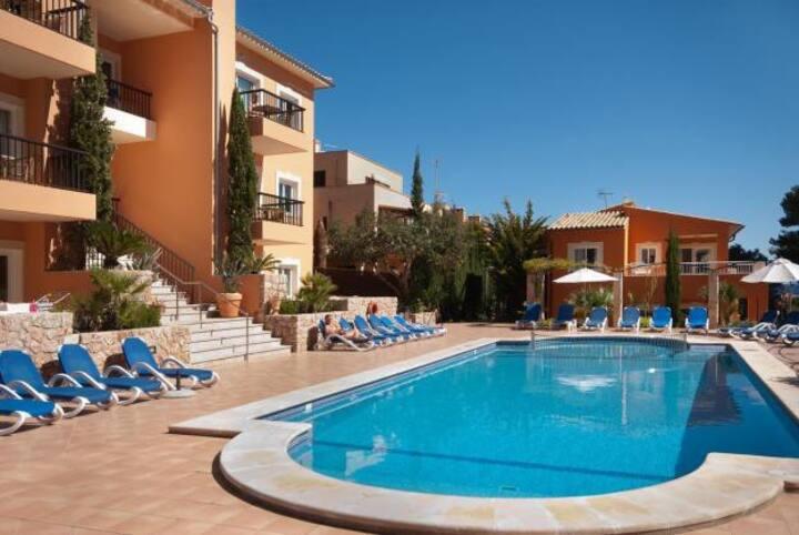 Pool apartment in Cala S Vicente, 531