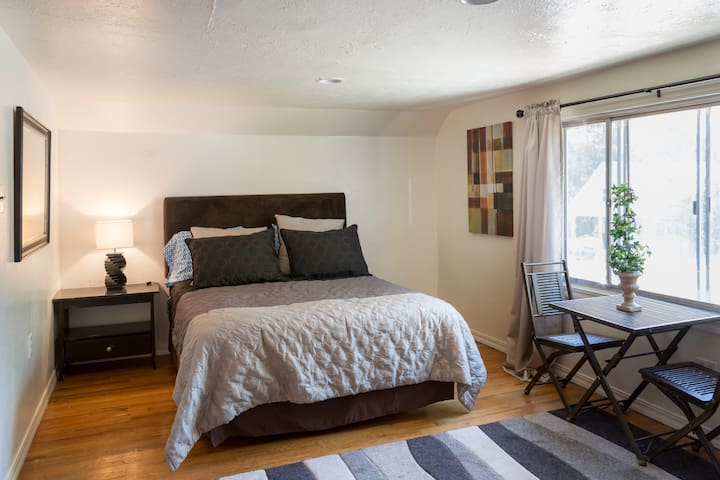 STUDIO at 10th - Spokane - Apartament
