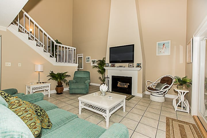 Shoreline Garden 21 - 2 BR Townhome with Pool in Gated Complex