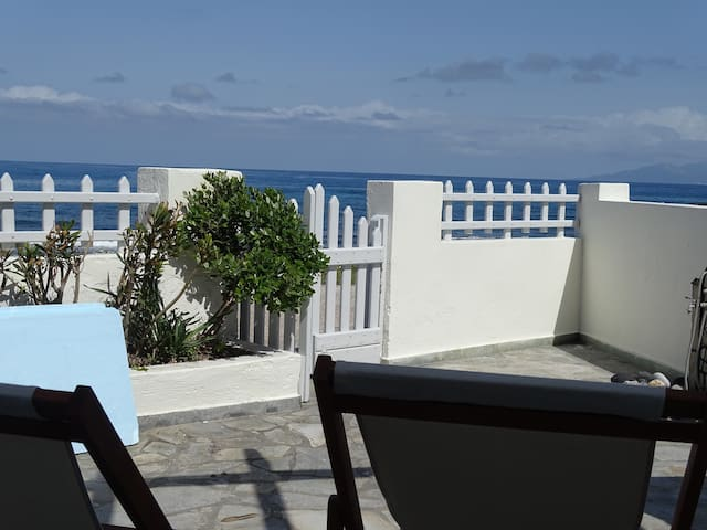NAMA Beach house (Monolithos santorini) for 6 pers