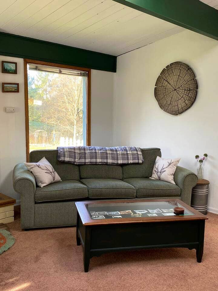 Deer X-ing Cottage: Skylight, A/C, TV, Level entry