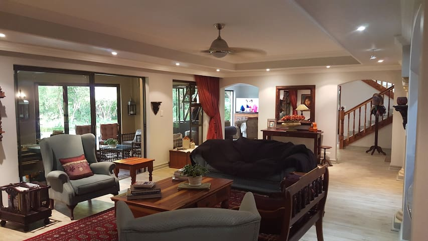 A true African experience in the City! - Midrand - Huis