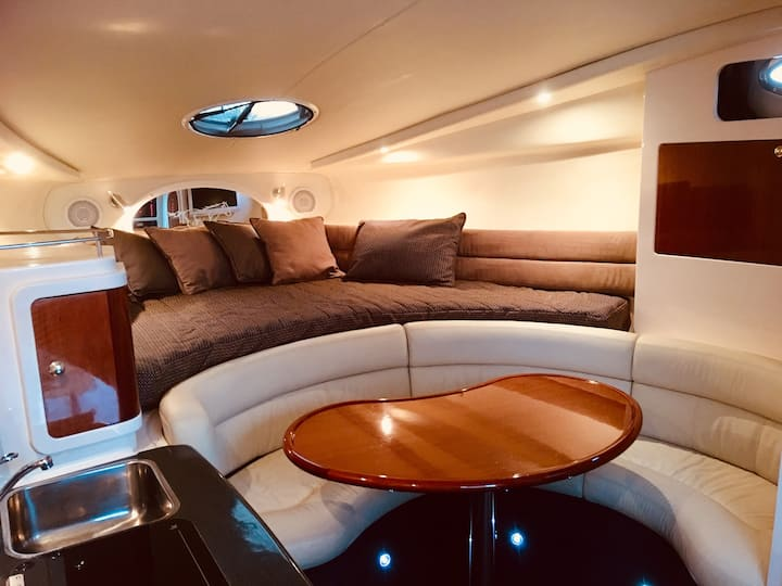 Luxury on the water ( Luxury Boat, entire place)