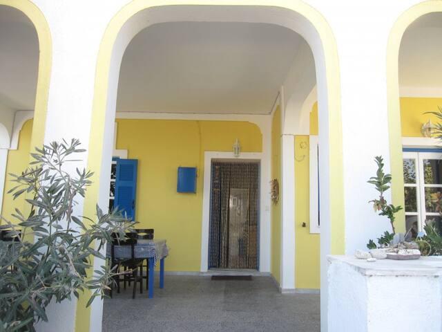 Zimmer im Ferienhaus im Grünen - Thera - House
