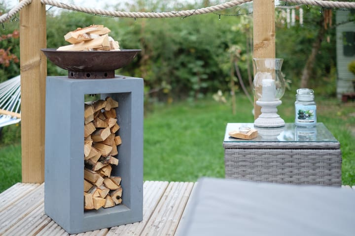 Fire pit for relaxing around at night and to toast the marshmallows all provided in hut for you