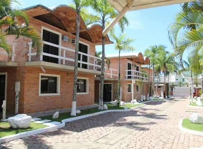 Casas a 30 metros da praia de Maresias (casa 4)