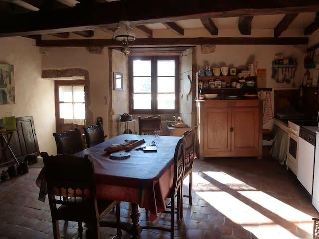 Maison de vacances familiale (14ème s.) à Flavigny