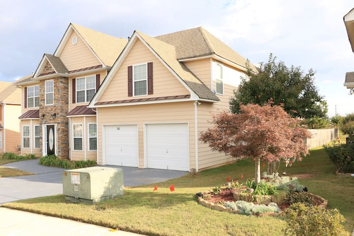 Magnificent 4 Bedroom Family Home in Loganville