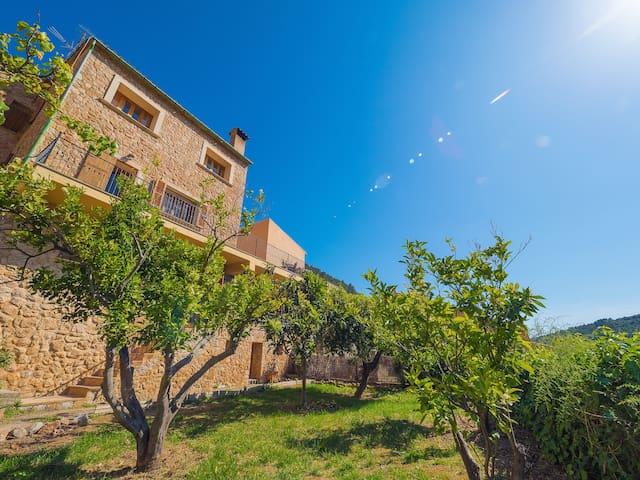 Bunyola ¤ Stone house at la Serra de Tramuntana