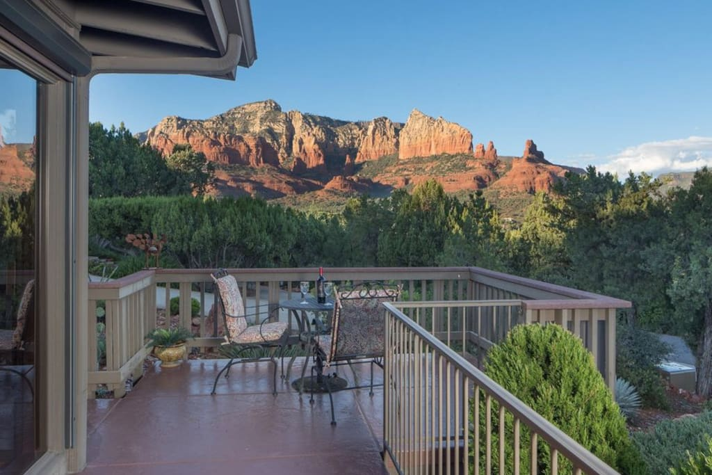 Come, bask in the delight of an ordinary Sedona sunset with your favorite wine, travel companions, and great conversations.