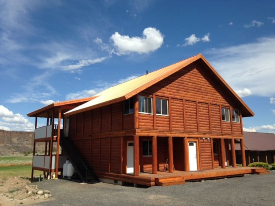 Overlook Lodge Cabin 4 Crr Near Smith Rock Pool Cottages For Rent In Terrebonne Oregon