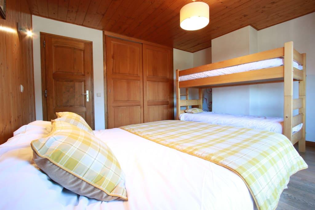 lit double 160cm, 1 lit superposé (2lits simples 90cm) balcon sud