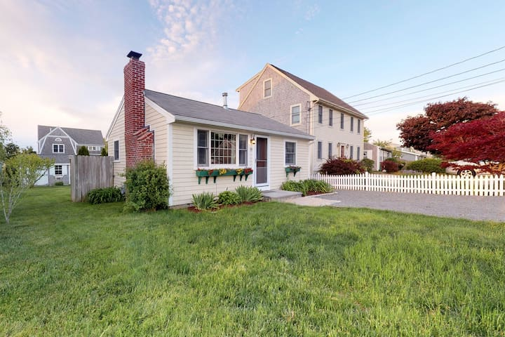 Adorable Cape cottage w/ fireplace, deck, & grill - steps from the beach